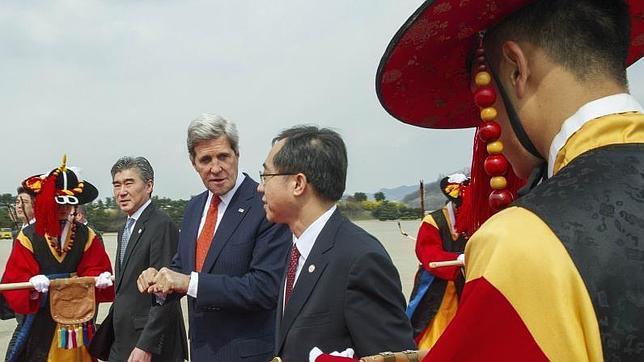 La amenaza de Corea del Norte centra la visita del secretario de Estado Kerry a Seúl