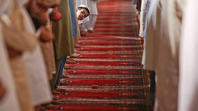 Pakistán desafía la amenaza talibán en unas elecciones históricas