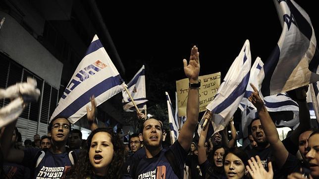 Miles de israelíes protestan contra los recortes del gobierno