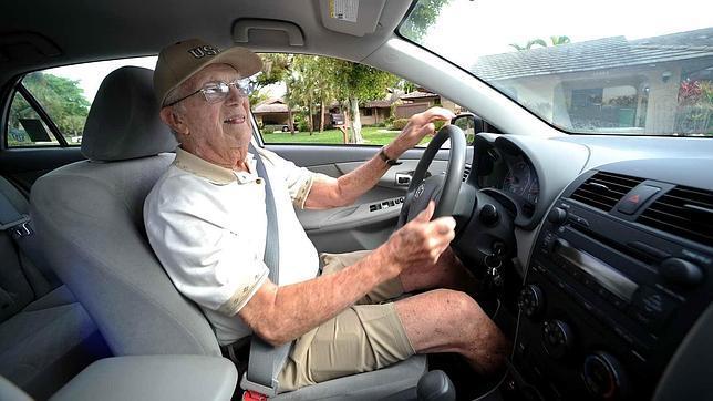 Lo que los mayores no deben hacer al volante
