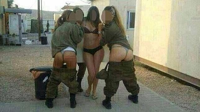 Soldados israelíes posan semidesnudas en Facebook