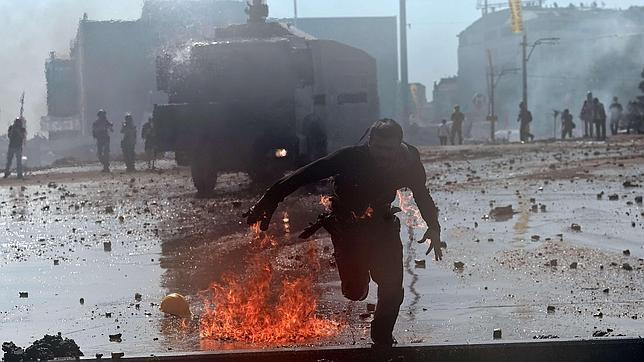 El desalojo de la plaza Taksim deja cientos de heridos, cinco de ellos graves