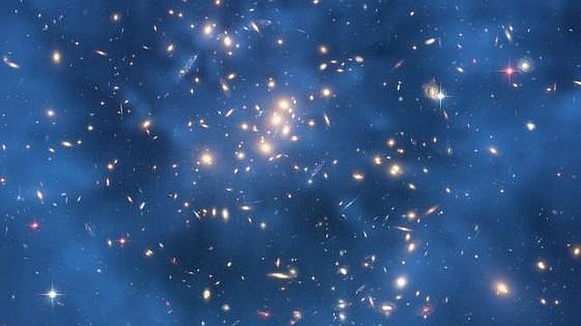 Anillo de materia oscura en CL 0024+17. Foto de Hubble 2007