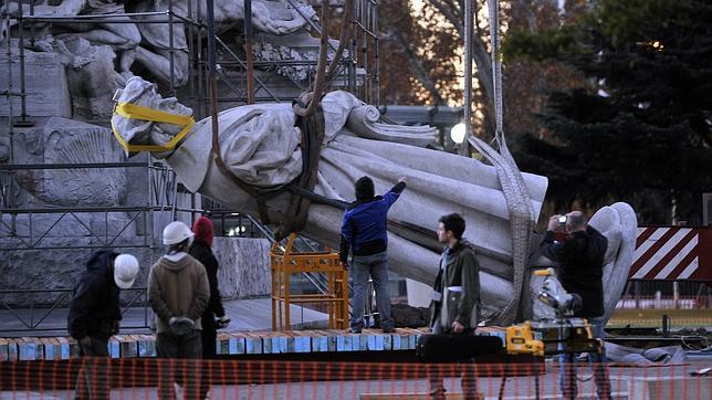 Cristina Kirchner retira la estatua de Colón en Buenos Aires