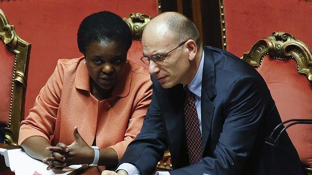 Lanzan plátanos a la ministra italiana a la que compararon con un orangután