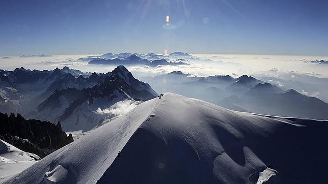 Los glaciares que cubren las cumbres de las montañas las protegen de la erosión