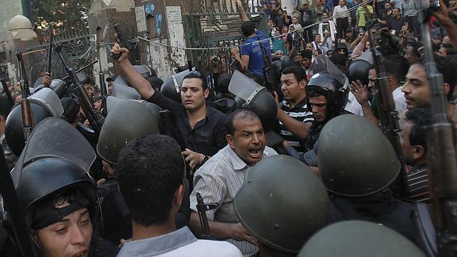La UE revisará con urgencia sus relaciones con Egipto y «adoptará medidas»