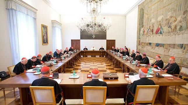 El Papa confirma la voluntad de reformar la Curia en su primera reunión con los jefes de dicasterios