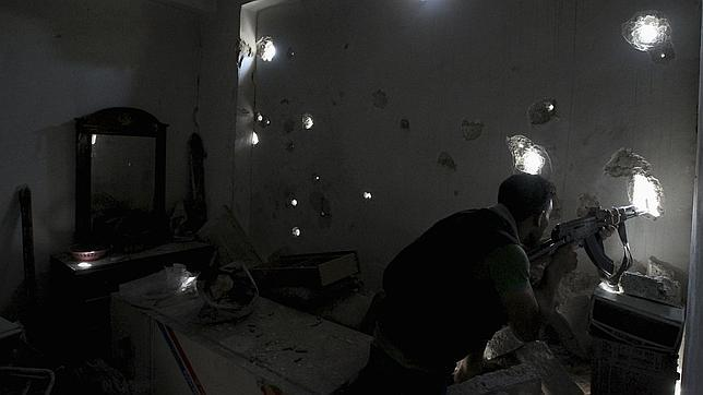 Miles de rebeldes sirios cambian de bando por rechazo a Al Qaida
