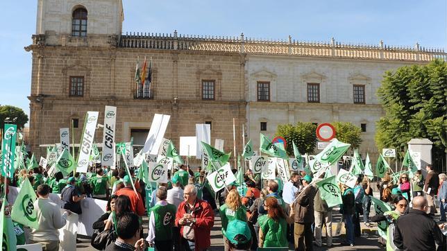 Los sindicatos, tras la última sentencia, buscan la devolución de la extra a todos los funcionarios