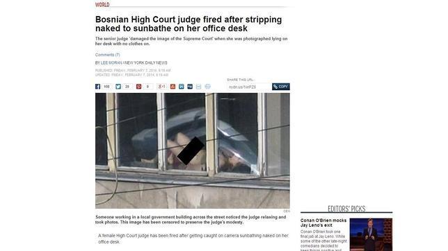Destituyen a una juez en Bosnia por tomar el sol desnuda en su despacho
