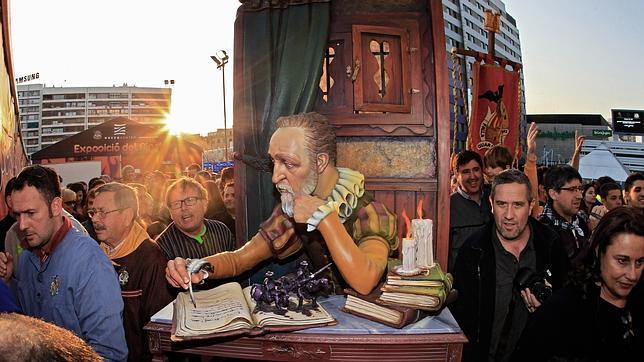 Fallas 2014: El «Cervantes escribiendo el Quijote» de Quart-Extramurs, Ninot Indultat