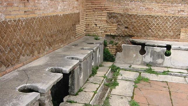 Los indiscretos aseos públicos de la Antigua Roma
