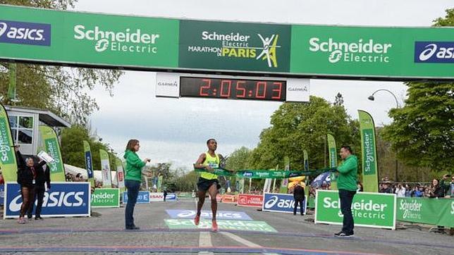 Bekele se queda a dos minutos del récord del mundo
