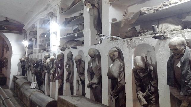 Momias en una de las galerías de las Catacumbas de los Capuchinos de Palermo