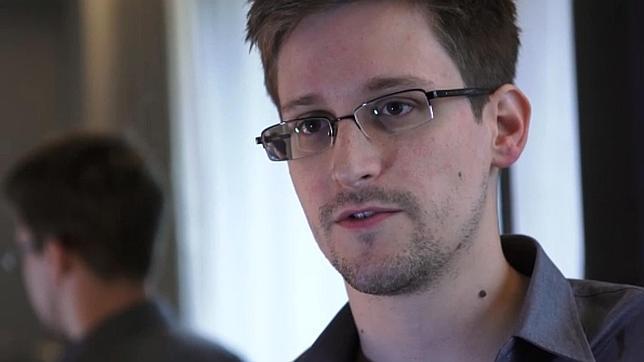 Snowden acepta título de doctor ofrecido por la universidad de Rostock
