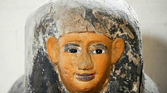 Descubren un sarcófago egipcio dentro de la pared de una casa en Inglaterra