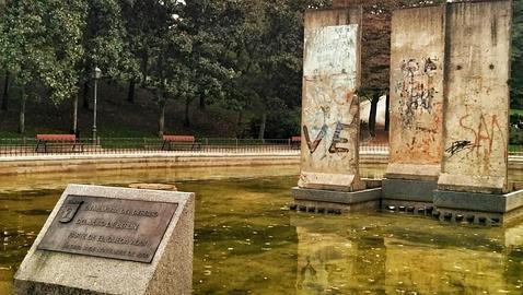 ¿Por qué hay tres bloques del Muro de Berlín en el centro de Madrid?
