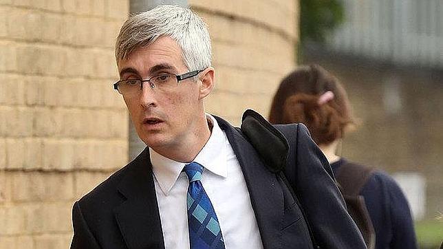 Veintidós años de cárcel para un oncólogo inglés que abusó de 18 niños enfermos