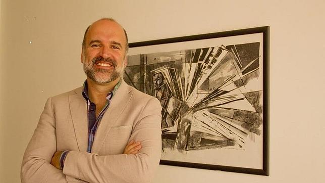 José Manuel Lucía: «La poesía puede ser voz de muchas revoluciones»
