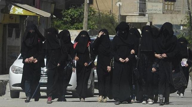 Del paraíso al infierno: las mentiras del yihadismo para atraer a las adolescentes