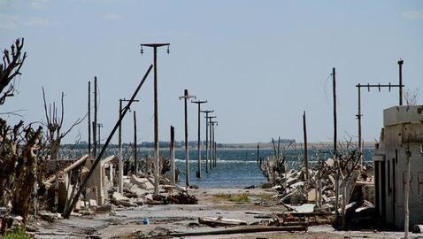 Ruinas de la localidad, tras la bajada del nivel del mar