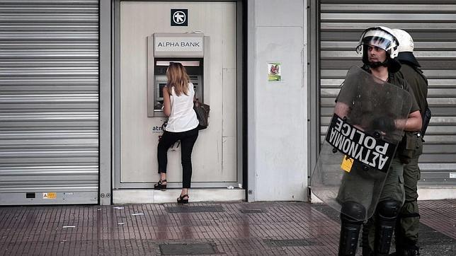 En Grecia, el «sí» al referéndum adelanta ligeramente al «no» pedido por Tsipras