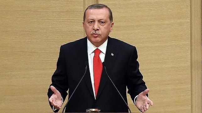Un tribunal de Turquía presenta cargos contra tres periodistas británicos por vínculos con el terrorismo