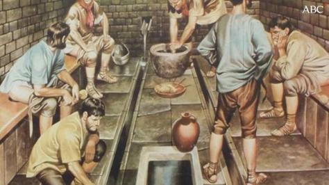 Resultado de imagen de Orina como dentífrico y letrinas infectas: la verdad tras la higiene en la Edad Media