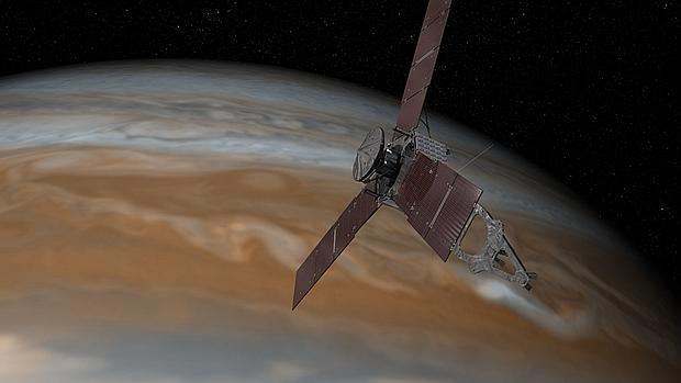 Recreación de la nave espacial Juno de la NASA en un vuelo sobre Júpiter