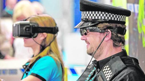 Las empresas del sector trabajan en la integración de la realidad virtual en la seguridad de un evento. En la imagen, unas gafas con tecnología Eyefluence eye-interaction para navegar, compartir y colaborar en la información crítica