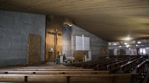 Interior de la parroquia de Nuestra Señora de Moratalaz