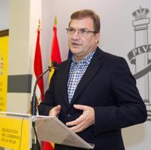 El delegado del Gobierno en La Rioja, Alberto Bretón, durante la rueda de prensa ofrecida hoy en Logroño para informar de la expulsión del imán Alaa Mohamed Said