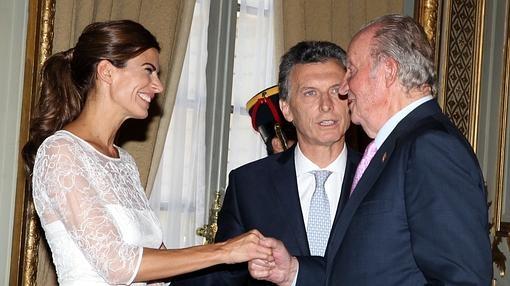 Juliana Awada saluda a Don Juan Carlos