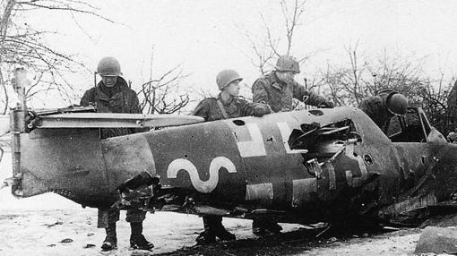 Un avión caído, durante la batalla de Bodenplatte