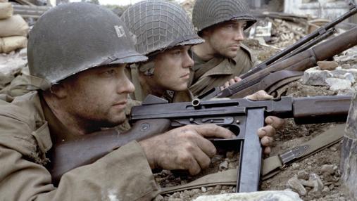 Thompson y M1 Garand (al fondo)