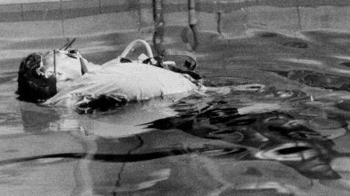 Cadáver en un tanque de agua