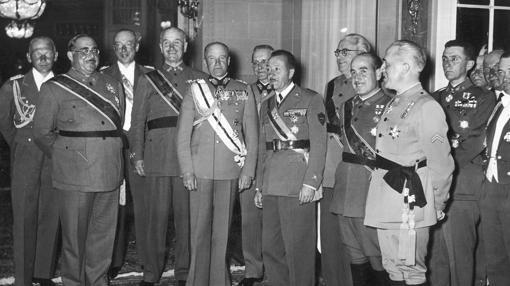 Generales españoles en Berlín, durante el viaje de regreso de la Legión Cóndor a Alemania. En la foto destaca Wolfram von Richthofen