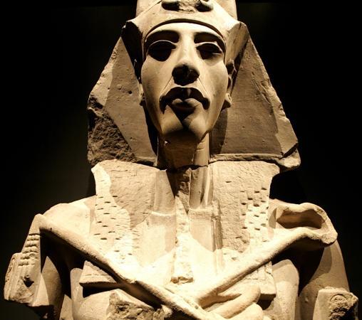 Estatua de Akhenaton en forma del dios Osiris