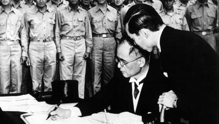 Firma de la rendición japonesa en el buque «Misuri»