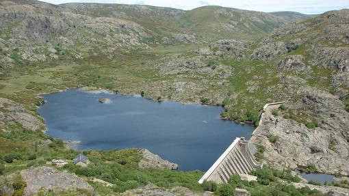 Embalse de Vega de Tera (presa rota).