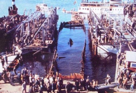 Momento en que se sacó a flote en 1961 el barco tras siglos hundido