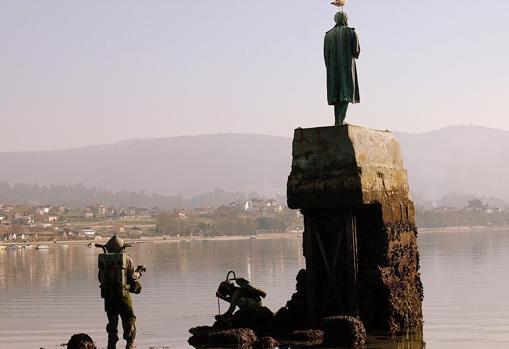 Estatua dedicada a Julio Verne en Redondela