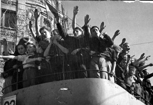 Entrada de las tropas nacionales en Barcelona
