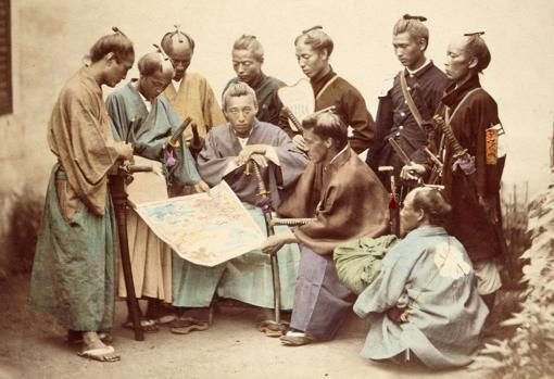 Fotografía de un grupo de samuráis antes de una batalla en el siglo XIX