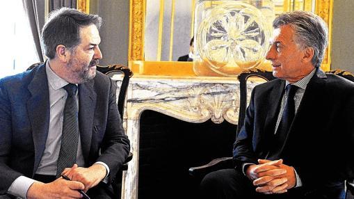 El director de ABC, Bieito Rubido, junto a Mauricio Macri durante la entrevista