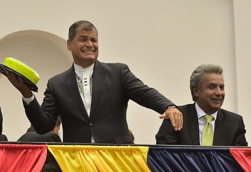 Rafael Correa, junto a Lenín Moreno poco después de la victoria electoral de este