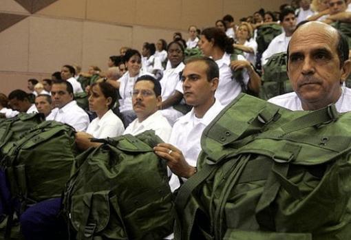 Médicos cubanos reclutados para las misiones internacionales