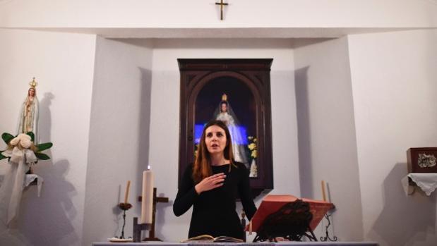 La mujer cura Claudia Rocha, de la parroquia de Carrapatelo (Alentejo)