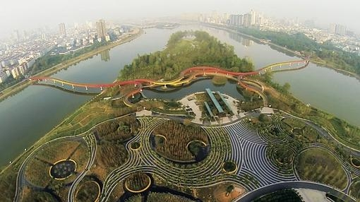 Yanweizhou Park, un trabajo de Turenscape International.